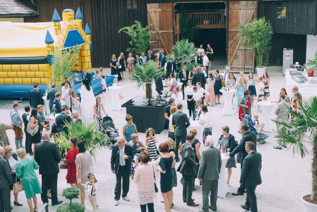 Innenhof des Schloß Stauff in Frankenmarkt bei Hochzeitsfeier